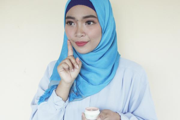 Essential for Daily Makeup, CC Cream Naavagreen