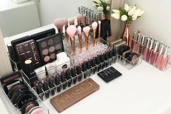 Bersihkan Produk Makeup Terlebih Dahulu